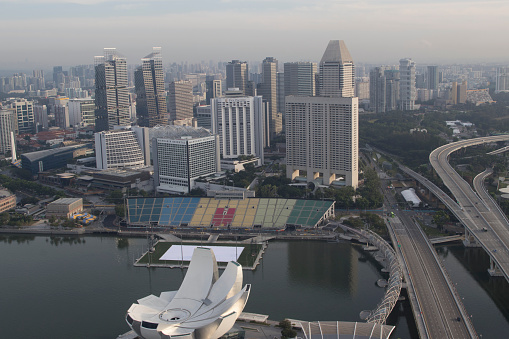 Motor Racing Track「elevation view of marina bay, buildings, road and grandstand for Formula 1 racetrack」:スマホ壁紙(10)