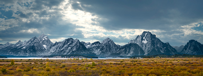Mountain Range「Grand Tetons in Dramatic Light」:スマホ壁紙(16)