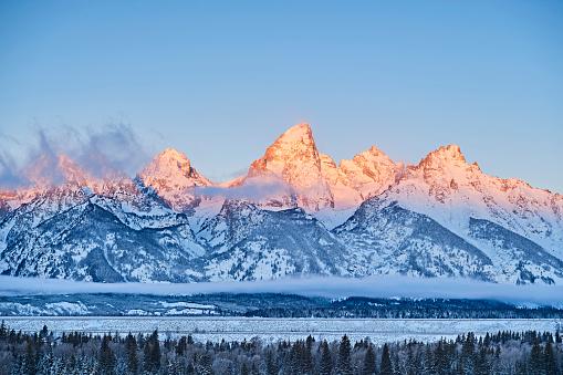 Grand Teton「Grand Teton NP at dawn in winter, Wyoming, USA」:スマホ壁紙(18)