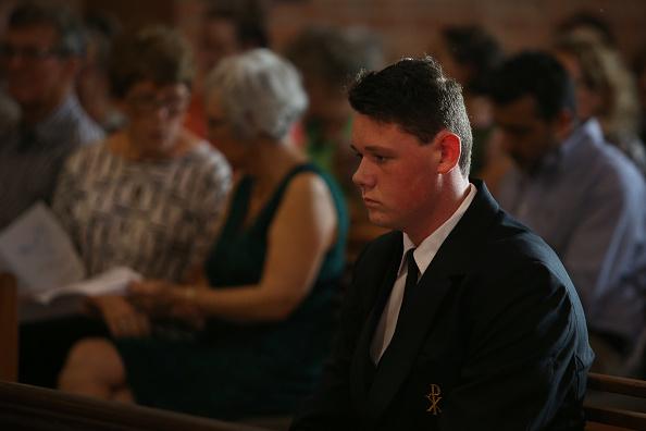 座る「Grafton Holds Prayer Vigil For Victims Of Christchurch Attacks」:写真・画像(11)[壁紙.com]