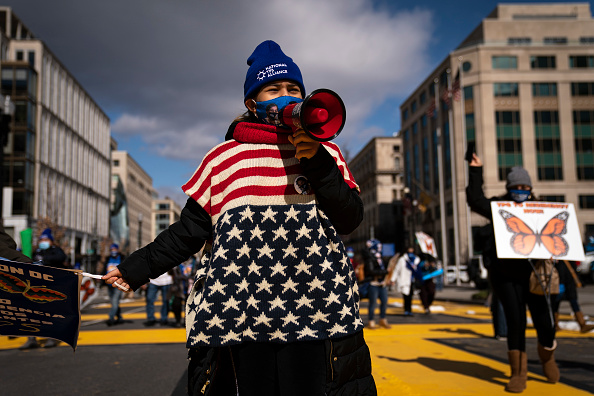 Temporary「TPS Families March In Washington Urging Congress To Pass Immigration Legislation」:写真・画像(9)[壁紙.com]