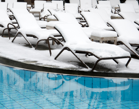 Deck Chair「Winter with snow on deck chairs at swimming pool」:スマホ壁紙(13)