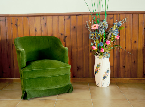 Wood Paneling「Green chair and flowers」:スマホ壁紙(19)