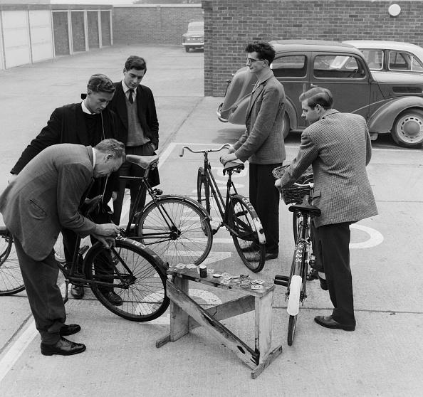 Mid Adult Men「Bicycle Registration」:写真・画像(3)[壁紙.com]