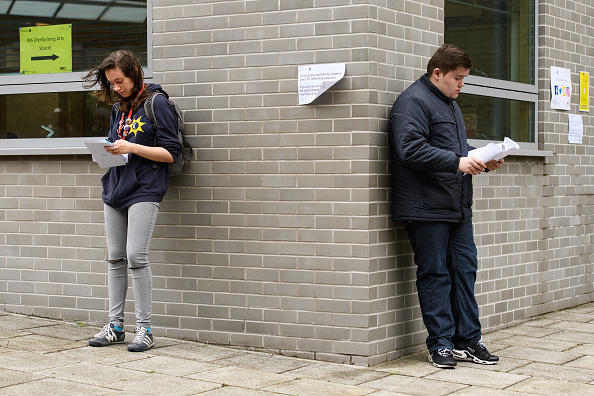 イングランド「Students Receive Their A'Level Results」:写真・画像(17)[壁紙.com]