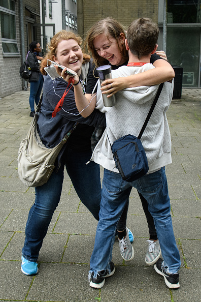 イングランド「Students Receive Their A'Level Results」:写真・画像(16)[壁紙.com]