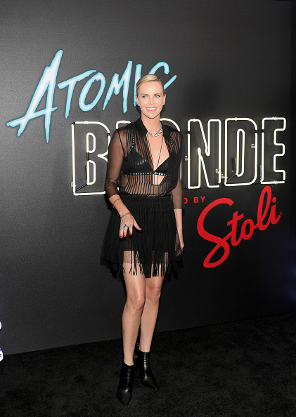 "Suede「Stoli Vodka And Universal Studios Host Premiere Of ""Atomic Blonde"", Starring Oscar Award-Winning Actress Charlize Theron」:写真・画像(16)[壁紙.com]"