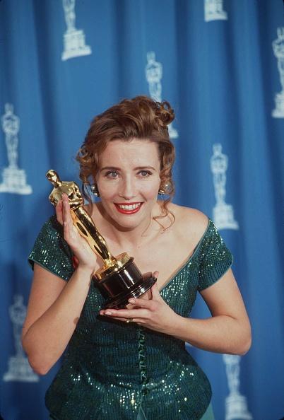 Emma Thompson「Oscar Awards 1993 Los Angeles Emma Thompson With Her Oscar」:写真・画像(15)[壁紙.com]