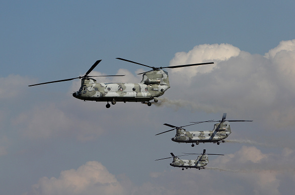CH-47 Chinook「South Korea And U.S. Military Hold Joint Live Fire Exercise In Seungjin」:写真・画像(14)[壁紙.com]