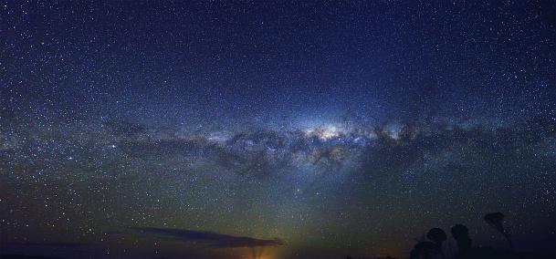 星空「パノラマに広がる Milky Way」:スマホ壁紙(15)