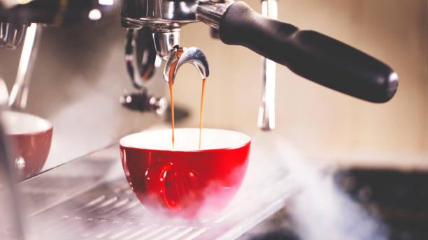 Pulling A Shot of Espresso:スマホ壁紙(壁紙.com)