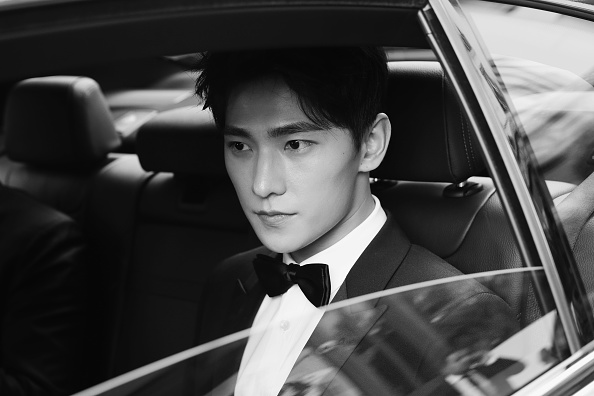 俳優 楊洋「Actor Yang Yang Backstage For Kering At The 70th Cannes Film Festival」:写真・画像(18)[壁紙.com]