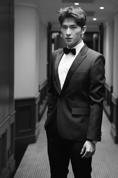 俳優 楊洋「Actor Yang Yang Backstage For Kering At The 70th Cannes Film Festival」:写真・画像(16)[壁紙.com]