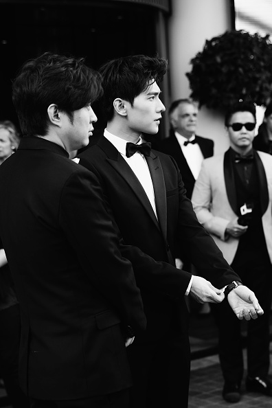 俳優 楊洋「Actor Yang Yang Backstage For Kering At The 70th Cannes Film Festival」:写真・画像(10)[壁紙.com]
