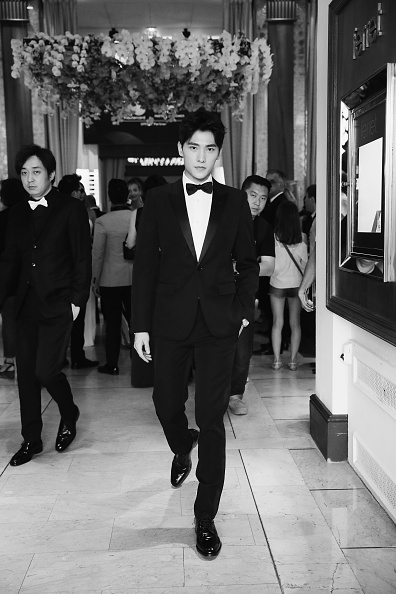 俳優 楊洋「Actor Yang Yang Backstage For Kering At The 70th Cannes Film Festival」:写真・画像(19)[壁紙.com]
