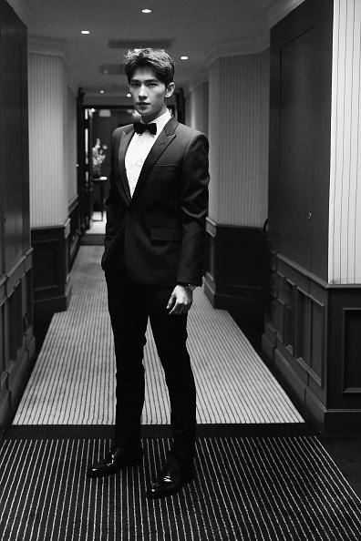 俳優 楊洋「Actor Yang Yang Backstage For Kering At The 70th Cannes Film Festival」:写真・画像(18)[壁紙.com]