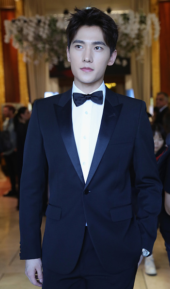 俳優 楊洋「Actor Yang Yang Backstage For Kering At The 70th Cannes Film Festival」:写真・画像(13)[壁紙.com]