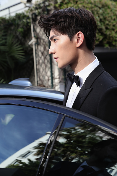 俳優 楊洋「Actor Yang Yang Backstage For Kering At The 70th Cannes Film Festival」:写真・画像(12)[壁紙.com]
