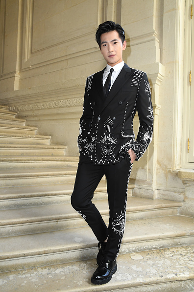 俳優 楊洋「Valentino : Front Row  - Paris Fashion Week - Menswear Spring/Summer 2017」:写真・画像(5)[壁紙.com]