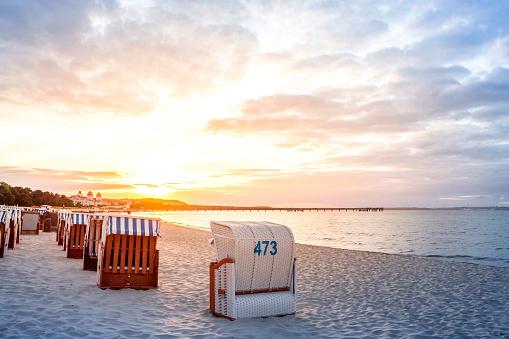 Number「Germany, Mecklenburg-Western Pomerania, Ruegen, Binz, beach at sunset」:スマホ壁紙(1)