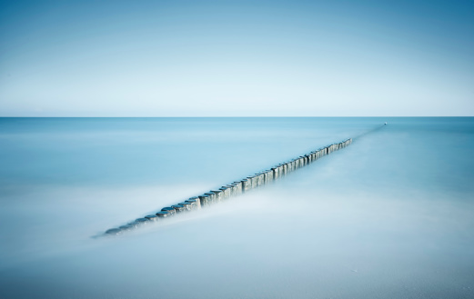 静かな情景「Germany, Mecklenburg-Western Pomerania, Usedom, breakwater in the sea, long exposure」:スマホ壁紙(6)