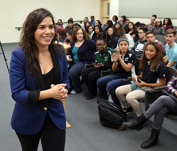 Latin American and Hispanic Ethnicity「America Ferrera And Voto Latino Meet With Students In Las Vegas Area Ahead Of Nevada Caucuses」:写真・画像(16)[壁紙.com]