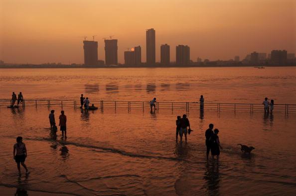 25 Meter「Wuhan On Flood Alert As Water Level Of Yangtze River Rises」:写真・画像(16)[壁紙.com]