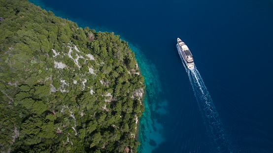 Passenger Craft「Aerial of cruise ship MS Romantic Star (Reisebüro Mittelthurgau) and coastline, near Mljet, Dubrovnik-Neretva, Croatia」:スマホ壁紙(6)