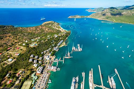 アンティグアバーブーダ「West Indies, Antigua and Barbuda, Antigua, aerial view, English Harbour and Windward Bay」:スマホ壁紙(14)