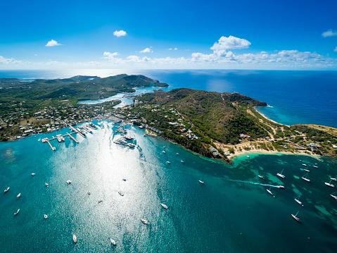 Antigua & Barbuda「West Indies, Antigua and Barbuda, Antigua, aerial view, English Harbour and Windward Bay」:スマホ壁紙(7)