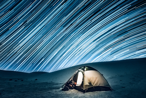 star sky「犬ぞり、星空の下でのキャンプ」:スマホ壁紙(1)