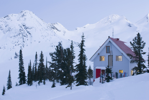 Chalet「Backcountry ski lodge, Sorcerer Lodge, British Columbia」:スマホ壁紙(13)