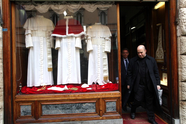 Religious Dress「New Pope's Dress On Show At The Gammarelli Atelier」:写真・画像(3)[壁紙.com]