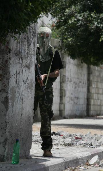 Gunman「Clashes By Rival Factions In Gaza Kill 6」:写真・画像(12)[壁紙.com]