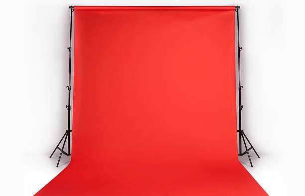 Red photographers backdrop in studio:スマホ壁紙(壁紙.com)