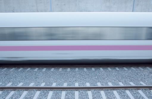 Passenger Train「Locomotive on Railroad Track」:スマホ壁紙(10)