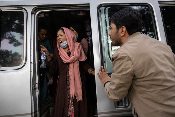Women「More Displaced Afghans Arrive In Kabul As Taliban Gains Ground」:写真・画像(1)[壁紙.com]