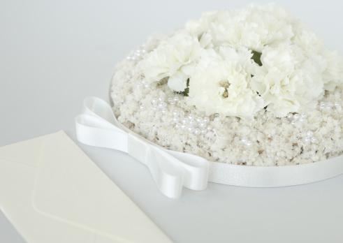 カーネーション「White flower wreath and an envelope」:スマホ壁紙(16)