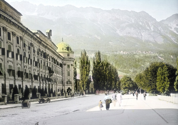 Mountain「Innsbruck. Tyrol: The Hofburg. Around 1914. Hand Tinted Glasdiapositiv.Handcolored Lantern Slide.」:写真・画像(5)[壁紙.com]