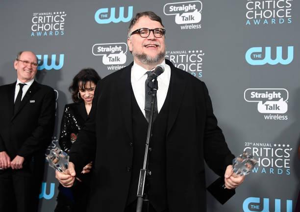 下襟「The 23rd Annual Critics' Choice Awards - Press Room」:写真・画像(19)[壁紙.com]