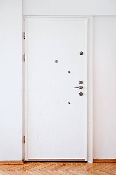 White Door:スマホ壁紙(壁紙.com)