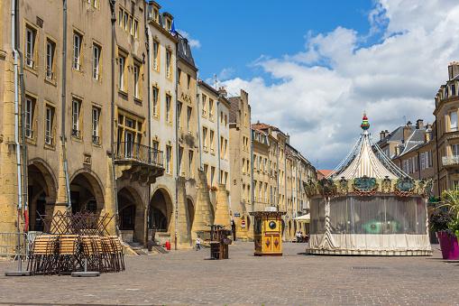 Entertainment Tent「Empty Place Saint-Louis with carousel」:スマホ壁紙(17)