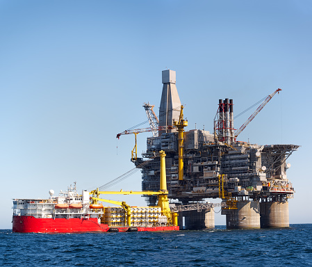 探求「石油掘削装置の海」:スマホ壁紙(12)
