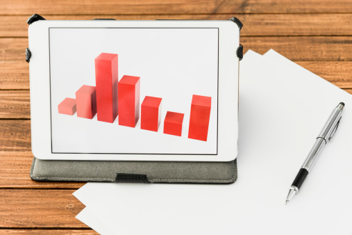 Financial Report「Desk with financial graph on digital tablet」:スマホ壁紙(17)