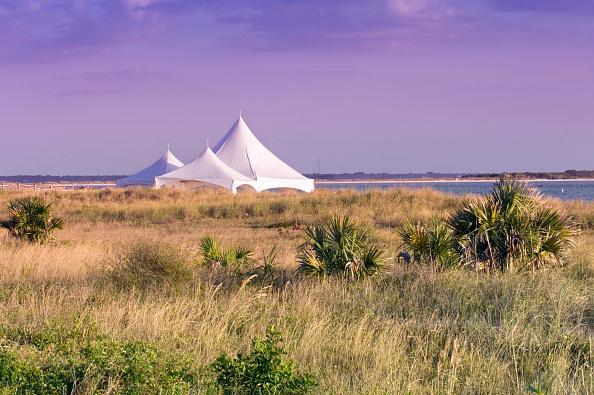 Tent「Dunedin, Florida. Wedding tent on the beach at Honeymoon Island State Park. USA」:写真・画像(13)[壁紙.com]
