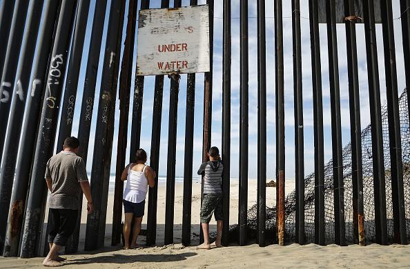 Baja California Peninsula「President Trump Signs Memorandum To Deploy National Guard To Mexican Border」:写真・画像(13)[壁紙.com]
