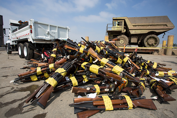 武器「Los Angeles County Sheriff's Office Holds Annual Confiscated Gun Melt」:写真・画像(17)[壁紙.com]