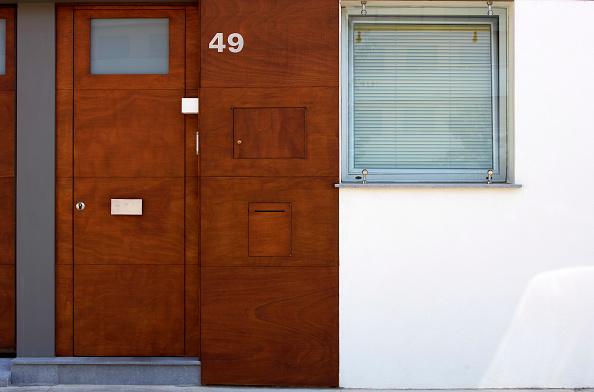 Number「Wooden front door with letter slot」:写真・画像(10)[壁紙.com]