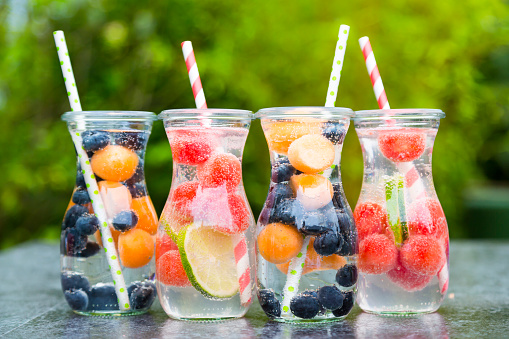 果物「Carafes of miscellaneous fruit infused water」:スマホ壁紙(1)