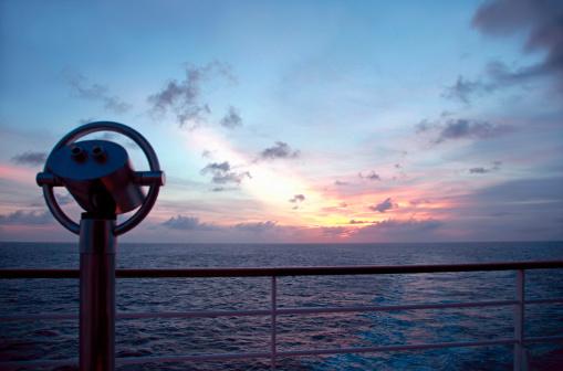 Binoculars「At cruise」:スマホ壁紙(17)